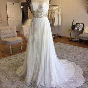 Dresses & Skirts - New stunning wedding dress